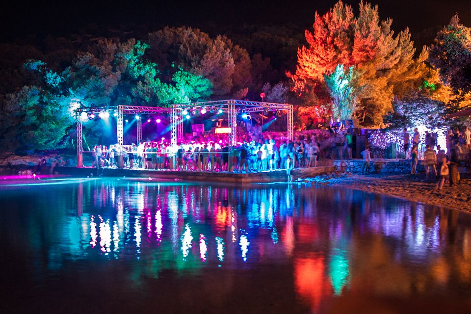beach_stage_at_night_-_credit_khris_cowley_here_and_now.jpg